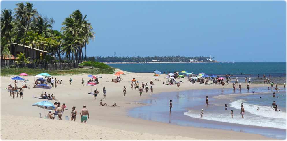 http://www.bahia-turismo.com/camacari/imagens/praia-Itacimirim.jpg